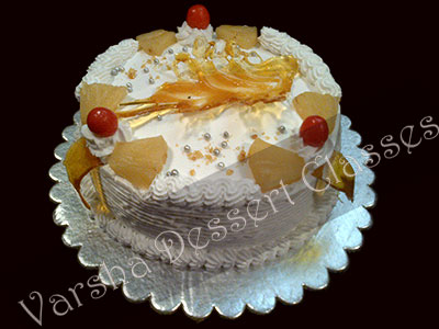 PINEAPPLE PUDDING CAKE WITH PRALINE DECORATION